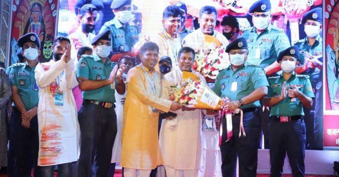 পূজামণ্ডপ পরিদর্শন করলেন সিএমপি কমিশনার